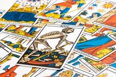 洞察力占卜用的纸牌和死亡卡片 图库摄影