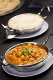 察南Masala,在辣咖喱汁的鸡豆,用米 免版税图库摄影