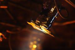 察觉在发光的金属身体的光在阶段 免版税图库摄影