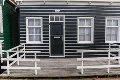对一个传统荷兰房子的入口在Marken 库存图片