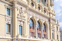 对一个博物馆门面的白天晴朗的视图与经典之作装饰博士 库存照片