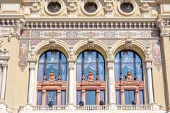 对一个博物馆门面的白天晴朗的视图与经典之作装饰博士 库存图片