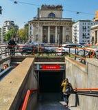 对一个地铁车站的入口在米兰 库存照片