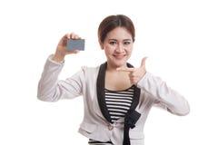 对一个空插件的年轻亚洲女商人点 免版税图库摄影
