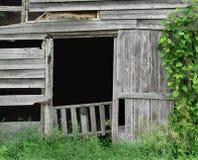 对一个老农厂谷仓的入口 免版税库存图片