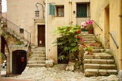 对一个老房子的入口, la turbie,法国 免版税库存图片
