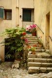 对一个老房子的入口, la turbie,法国 图库摄影