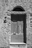 对一个老房子的入口 库存照片