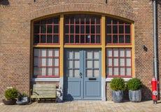 对一个老房子的入口Oostereiland的在荷恩 库存照片
