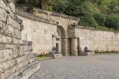 对一个隧道的入口向地下湖Proval, Pyatigorsk 免版税库存照片