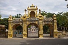 对一座城堡的门颜色的 免版税库存照片