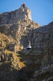 对一座高山的缆车 免版税库存图片