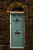 对一栋居民住房,一个有趣的门面的时髦的入口 免版税库存图片