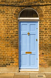 对一栋居民住房,一个有趣的门面的时髦的入口 库存图片