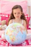 对一点负的女孩地球地球 免版税库存照片