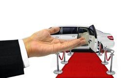 对一辆白色大型高级轿车的受欢迎的手势 库存照片