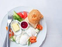 对一顿可口和健康早餐的顶视图 免版税库存图片