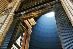 对万神殿的入口在罗马 库存照片