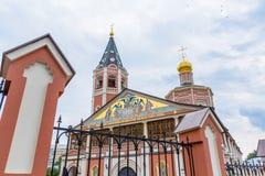 对三位一体troyeshchina的结构大教堂神圣洁基辅安排服务 俄罗斯,萨拉托夫市 18世纪的建筑学的纪念碑 图库摄影
