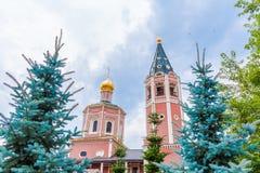对三位一体troyeshchina的结构大教堂神圣洁基辅安排服务 俄罗斯,萨拉托夫市 18世纪的建筑学的纪念碑 库存图片
