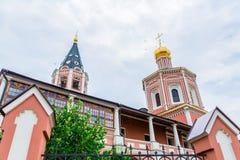 对三位一体troyeshchina的结构大教堂神圣洁基辅安排服务 俄罗斯,萨拉托夫市 18世纪的建筑学的纪念碑 库存照片