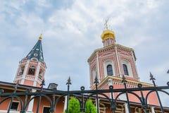 对三位一体troyeshchina的结构大教堂神圣洁基辅安排服务 俄罗斯,萨拉托夫市 18世纪的建筑学的纪念碑 免版税图库摄影