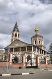 对三位一体troyeshchina的结构大教堂神圣洁基辅安排服务 萨拉托夫,俄罗斯 免版税库存照片