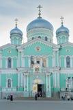 对三位一体troyeshchina的结构大教堂神圣洁基辅安排服务 Diveevo 俄国 库存图片