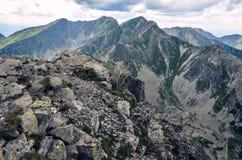 对三kopy峰顶的看法从在西部Tatras山的Placlive在斯洛伐克,东欧 库存图片