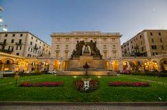 对下落的纪念碑,广场Mameli萨沃纳在利古里亚 免版税图库摄影