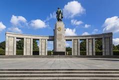 对下落的苏联战士的纪念品 免版税库存照片