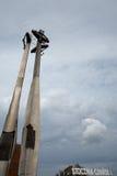 对下落的造船厂工作者的格但斯克纪念碑。 免版税图库摄影