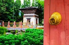 对不丹封入物的门 库存图片