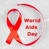 对世界的红色丝带了悟援助天概念 库存图片