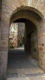 对中世纪镇的古老入口 免版税库存照片