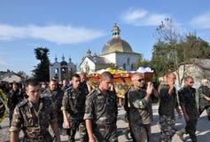 对乌克兰丹尼斯Gromovyy_13的下落的防御者的告别 免版税库存图片