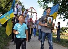 对乌克兰丹尼斯Gromovyy_14的下落的防御者的告别 库存照片