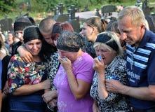 对乌克兰丹尼斯Gromovyy_15的下落的防御者的告别 库存图片