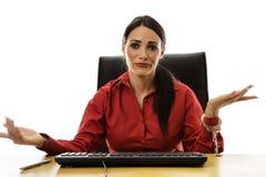 对书桌的妇女手铐 免版税图库摄影