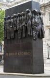 对二战的妇女的纪念碑 免版税库存图片