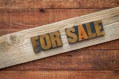 对于销售签到活版木头类型 库存照片