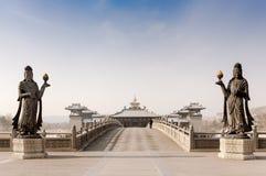 对云岗石窟的入口,大同,山西,中国 免版税库存照片