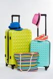 对五颜六色的被转动的手提箱 免版税库存图片