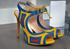 对五颜六色的高跟鞋鞋子 免版税库存照片