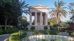 对亚历山大Ball先生的纪念碑在公园更低的Barrakka庭院里在瓦莱塔市,马耳他 库存照片
