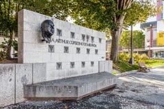 对亚瑟库比蒂诺在玛丽亚II夫人正方形的de米兰达的纪念碑在维拉Nova de Famalicao 库存照片
