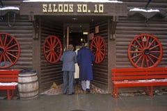 对交谊厅#10的入口在沉材, SD淘金热镇  库存图片
