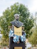 对伊扎克・拉宾的纪念碑-以色列的总理-建立与以色列的旗子,在布拉索夫公园在Rom 图库摄影