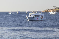 对休闲旅游者的六小船仓促 免版税库存图片