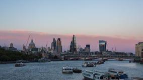 对伦敦市的夜间流逝,超流逝,行动定期流逝的天 股票视频